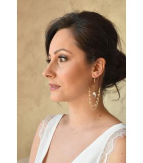 Boucles d'oreilles pour la mariée modèle Osiris avec cristaux et goutte Swarovski, et une fine chaine plaqué or.