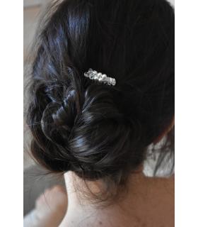 Peigne Elisa pour la mariée, très simple et sobre avec des perles nacrées et perles de cristal.