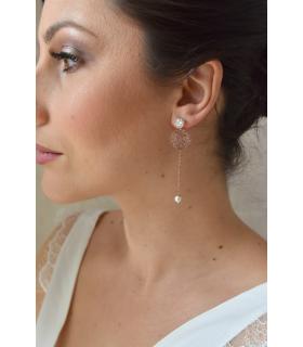 Boucles d'oreilles pour la mariée rose gold, boucles d'oreilles pendantes de mariage. Réalisées en perles de cristal.