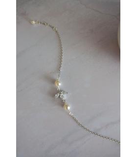 Bracelet pour la mariée Cassandre, zircon et perles nacrées sur fine chainette.