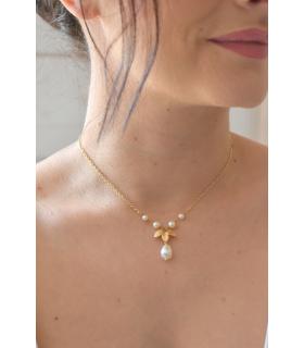 Collier pour mariage boheme, feuilles dorées et cercle avec des perles nacrées. Lola framboise bijoux mariage.