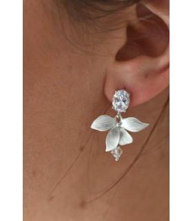 Boucles d'oreilles Alice pour la mariée avec fleur d'orchidée argentée et strass
