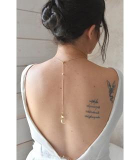 Collier de dos pour mariage boheme, feuilles dorées et cercle avec des perles nacrées. Lola framboise bijoux mariage.