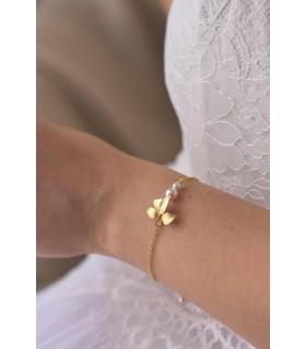 Bracelet de mariée Sylvia avec orchidée et perles nacrées.