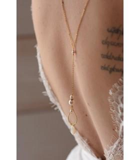 Collier de dos mariage Esmée avec goutte dorée et perles nacrées