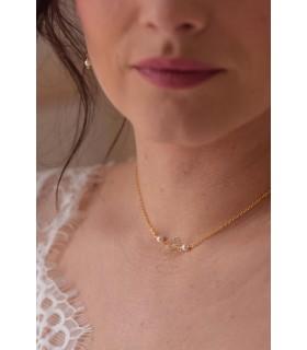 Collier ras de cou Daisy avec fleur dorée et perles pour la mariée