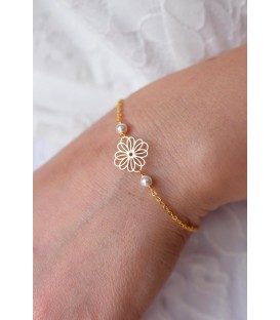 Bracelet de mariage fleuri modèle Daisy avec perles et chaine plaqué or.