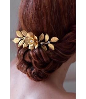 Peigne Pénélope pour la mariée avec de grande feuilles dorées et fleurs dorées style bohême ou champêtre chic