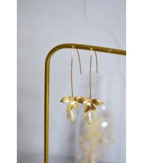 Boucles d'oreilles pendantes Sylvia avec fleur d'orchidée et très grand crochet d'oreille