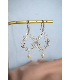 Boucles d'oreilles pour la mariée modèle Rosy, avec cristaux et goutte en strass.