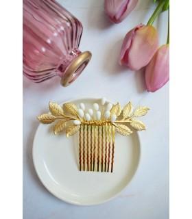 Peigne à cheveux pour la mariée modèle Ninon, composé de feuilles dorées et de porcelaine froide.