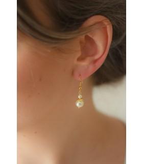 Boucles d'oreilles de mariage Pépite avec perles nacrées et fermoirs crochets dorés
