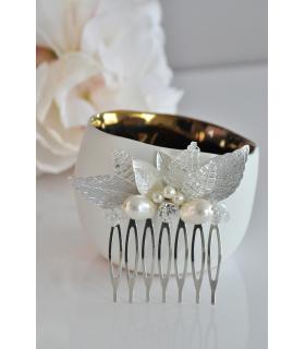 Peigne Ondine pour la mariée composé de feuilles argentées et de perles de cristal, de strass. Touche lumineuse dans vos cheveux
