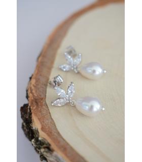 Boucles d'oreilles de mariage modèle Cassandre, goutte en perle et puces détaillées en strass, pour une mariée romantique et chi